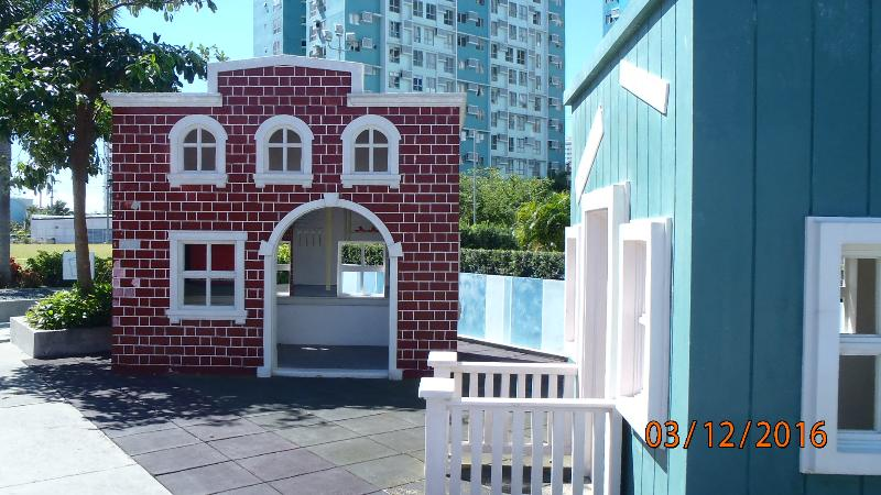 Full size doll house and for all to enjoy including those who are young at heart