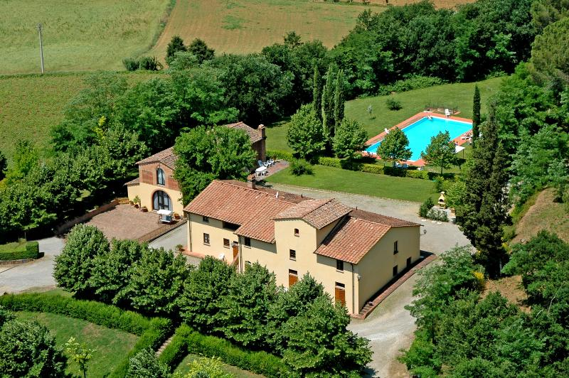 VILLA AVANELLA  tuscany holiday with swimming pool – semesterbostad i Certaldo
