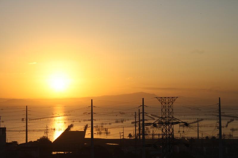 such a beautiful and spectacular sunrise at Laguna De Bay
