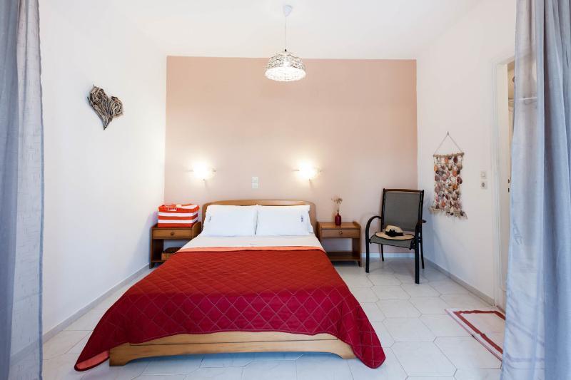Natural Blue Green  apartment, vacation rental in Astrakeri