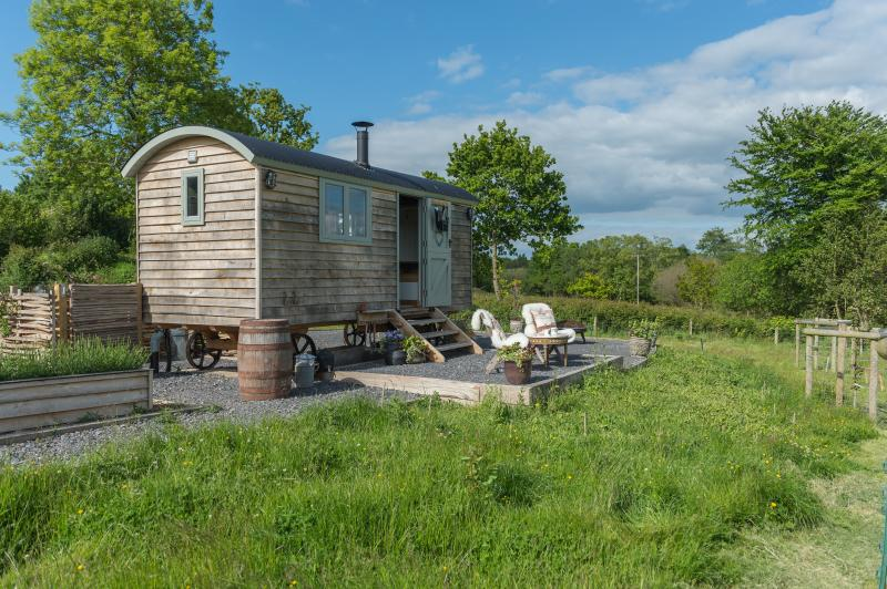 Dimpsey Shepherd's Hut Glamping - a perfect couples retreat