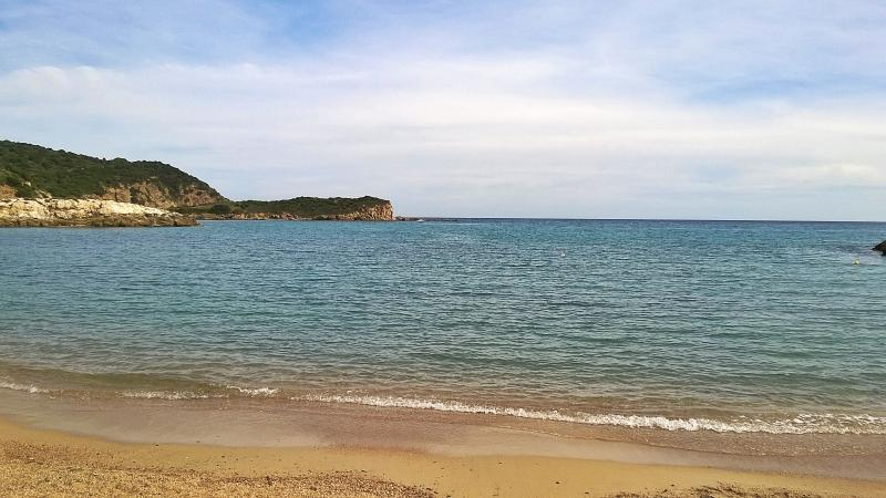 Chia: 'Su cartolina' visto dalla spiaggia di 'Su Portu'.