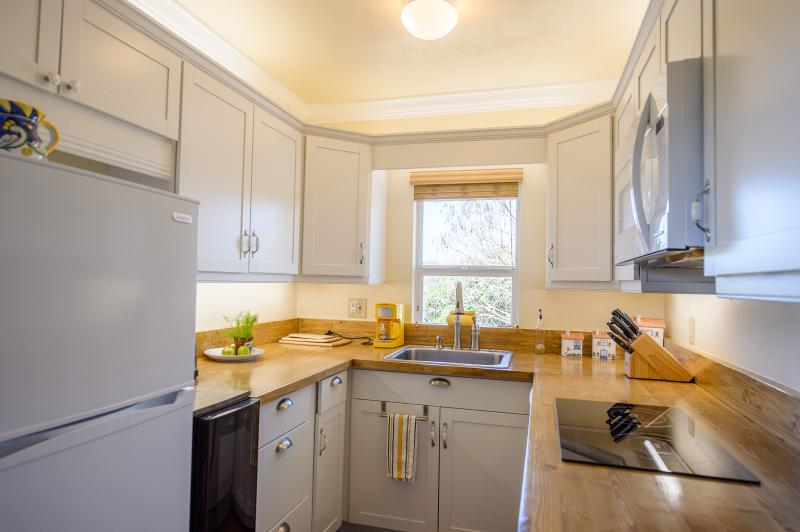 Fully equipped kitchen with refrigerator, freezer, 2-zone wine cooler,dishwasher, cooktop and oven.