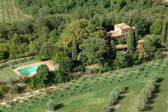 Tuscan private villa with large pool and  garden, holiday rental in Chiusi