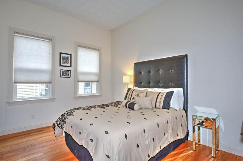 Boston's 2 bedroom vacation rental condo near Stony Brook's Orange line subway, holiday rental in Weymouth