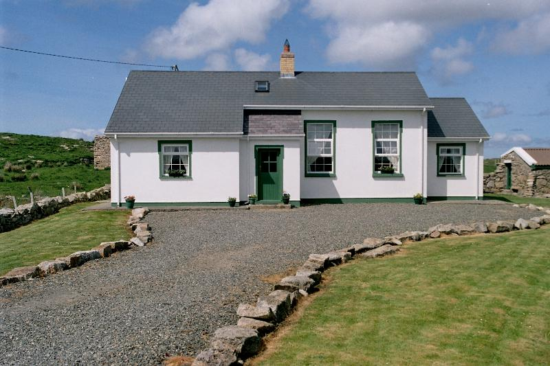 The Old Schoolhouse Carrickfinn, vacation rental in Loughanure