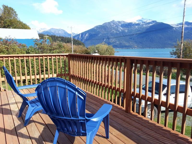 Snapper's Inn, 2 BR cottage, deck, ocean view, location de vacances à Haines