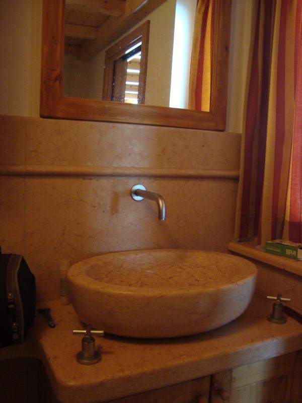 HAND MADE LAVABO IN NATURAL STONE