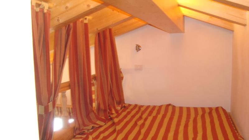 ALCOVA 2 ON THE MEZZANINE (DOUBLE BED)