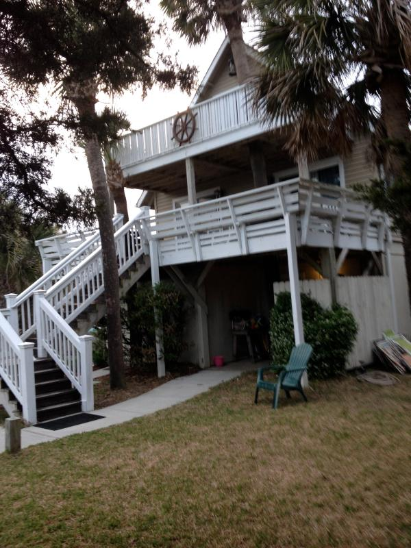 Front of the house which looks out toward the beach and walk over.