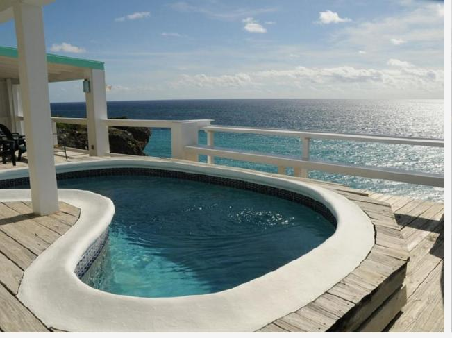 Oceanfront villa on cliff with spectacular view, location de vacances à Saint Philip Parish