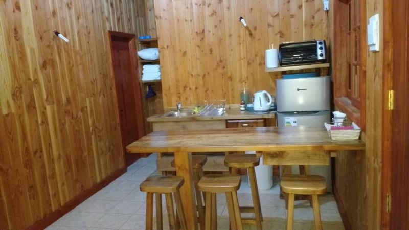 SECCION COCINA, LAVAPLATOS Y MESA