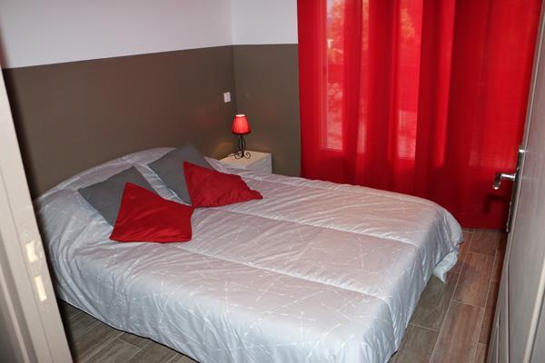Une 2ème chambre avec un lit en 140 cm