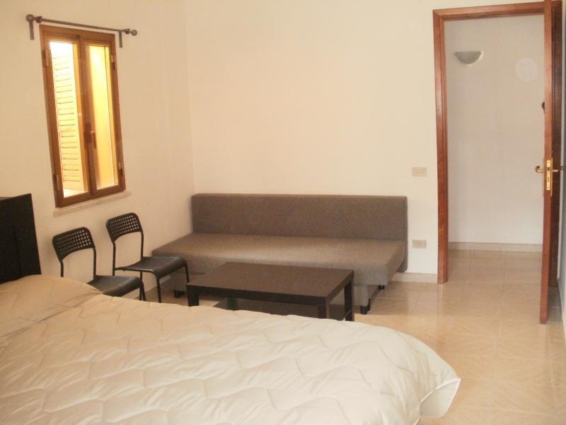 Camera da letto e divano due posti