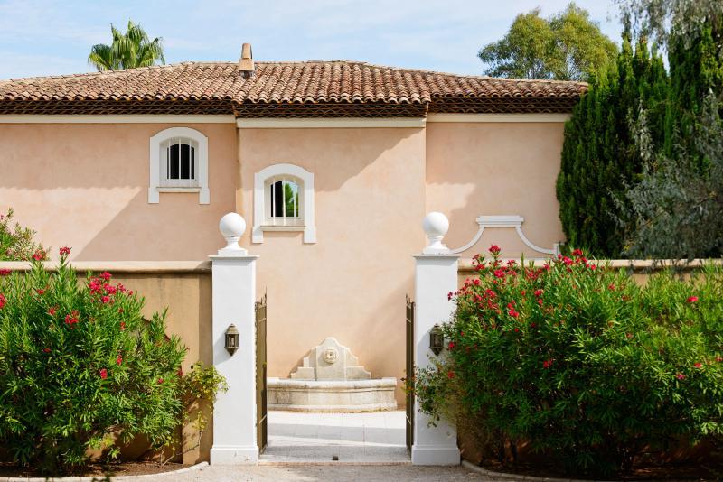 450 m² villa with pool - land 5000 m² Fine Volumes, aluguéis de temporada em Ramatuelle
