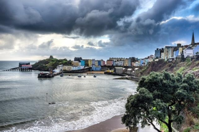 Tenby Harbour 15mins walk from our cozy  cabin