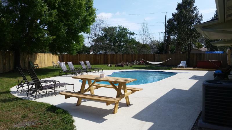 Sleeps 8-12 HOUSE PRIVATE YARD/ POOL/SPA, vacation rental in Orlando
