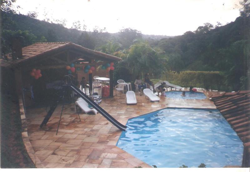 sitio com 24000metros piscina quadras casa, location de vacances à Atibaia
