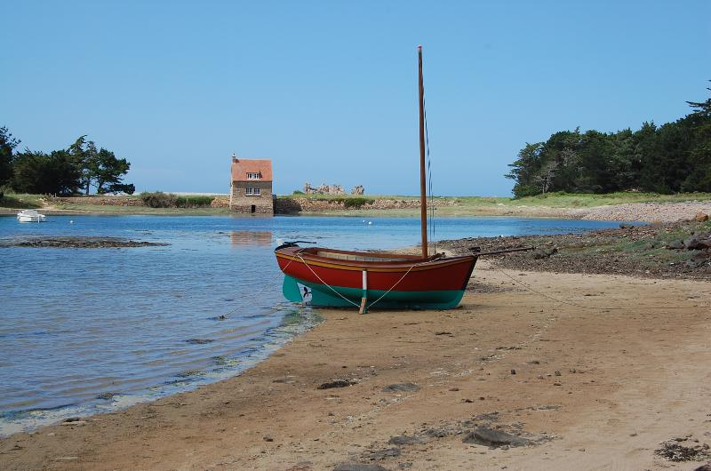Notre bateau 'Le Saint-Claude' au petit port de de Buguélès, Penvénan - à 2 pas de la maison