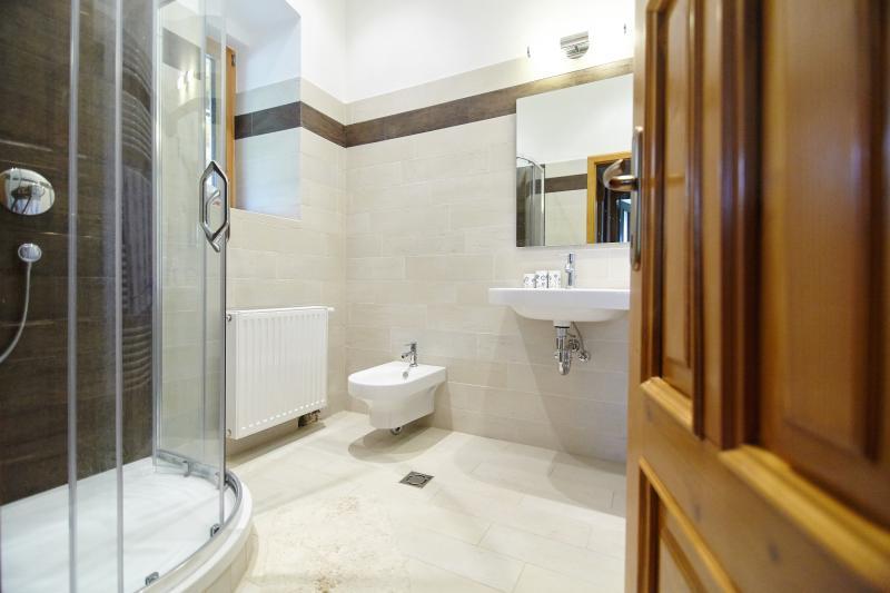 Apartment 2 / Bathroom