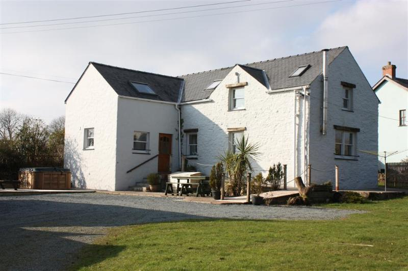 Spacious detached cottage near Amroth.