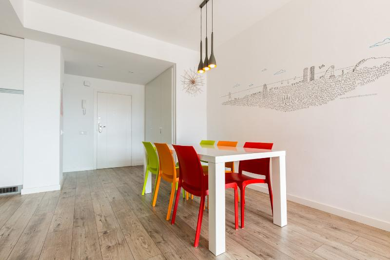Seaview, terrace & central! (AC, 2 bathrooms), vacation rental in Barcelona