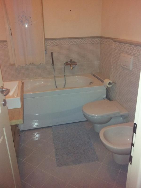 bagno piano terra con vasca