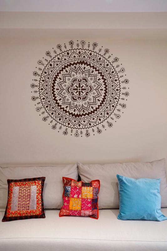 Apartamento MARRAKECH_Detalle de vinilo de la pared de la sala de estar