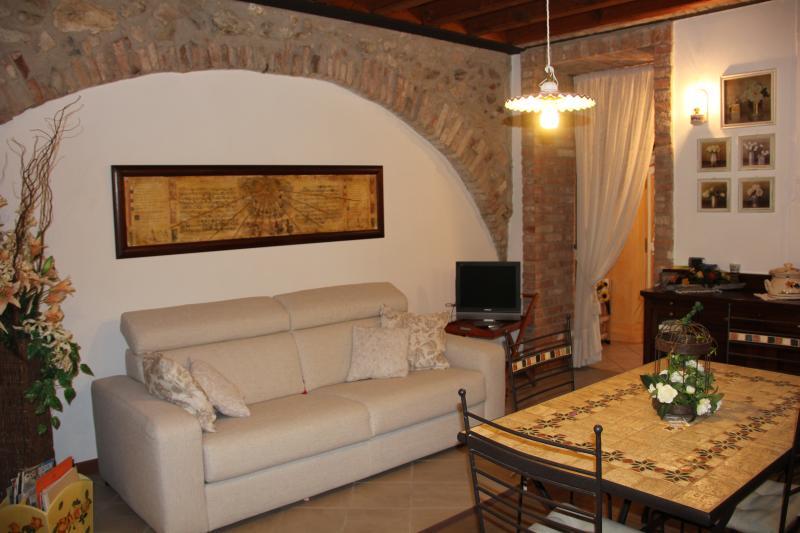 Il soggiorno/cucina con il comodo divano letto matrimoniale