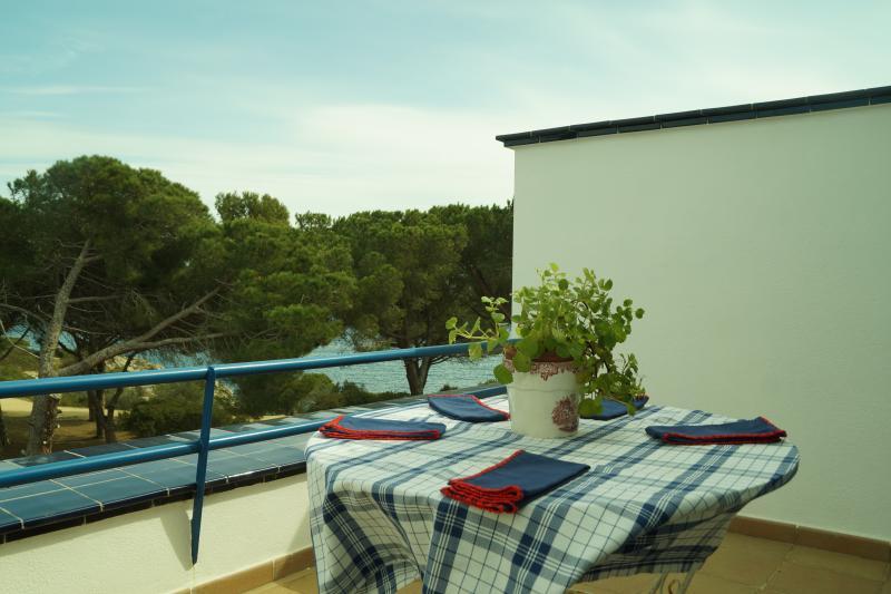 Duplex con vistas al Mar, location de vacances à Vall-Llobrega