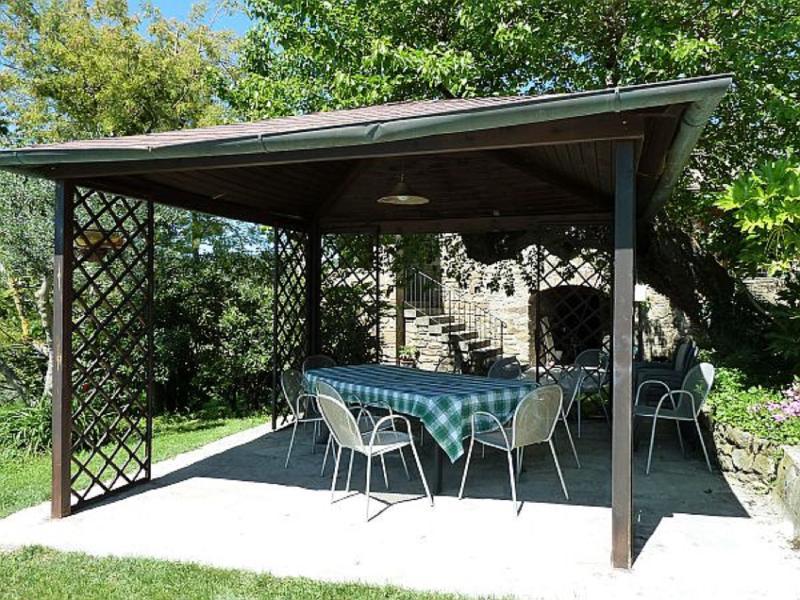 gazebo esterno (barbecue e forno a legna disponibili)