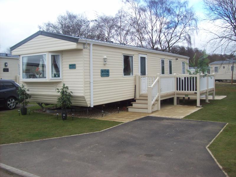 Holiday home with shared pool and entertainment daily., vacation rental in Tattershall