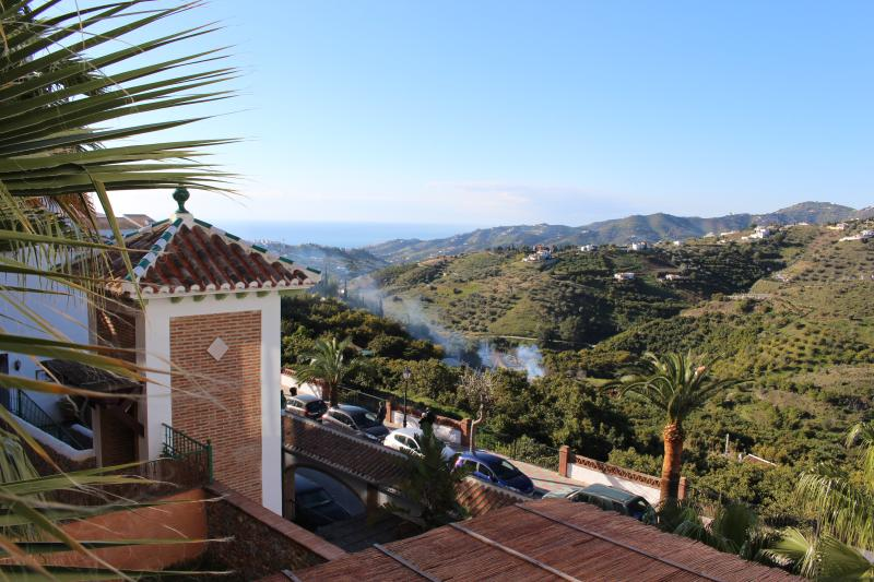 Beautiful 1 bed apartment with sea views in an historic beautiful village., holiday rental in Frigiliana