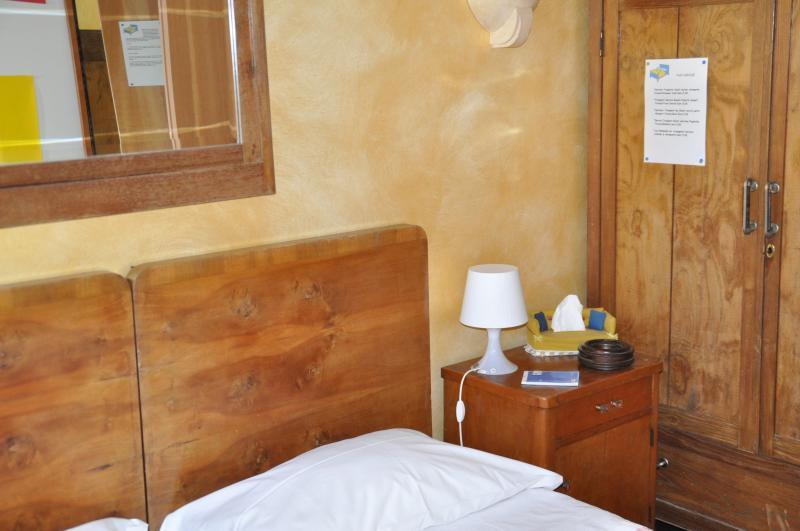 Camera letto 'Mercoledi'' con riscaldamento/aria condizionata, TV,WiFi,bagno privato esterno