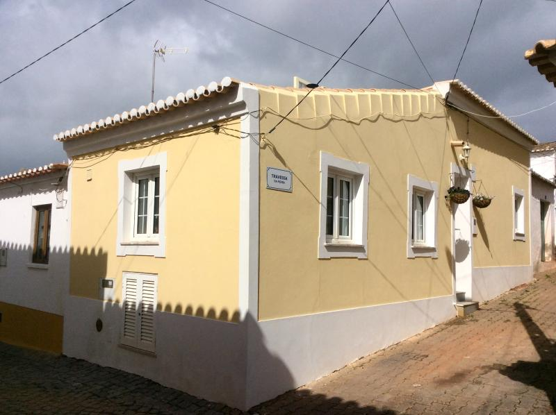Newly Renovated Traditional Village Cottage, vacation rental in Vila do Bispo