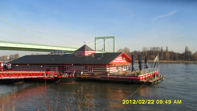 Restaurantboot am Rhein ( ca. 10 Minuten von der Wohnung entfernt