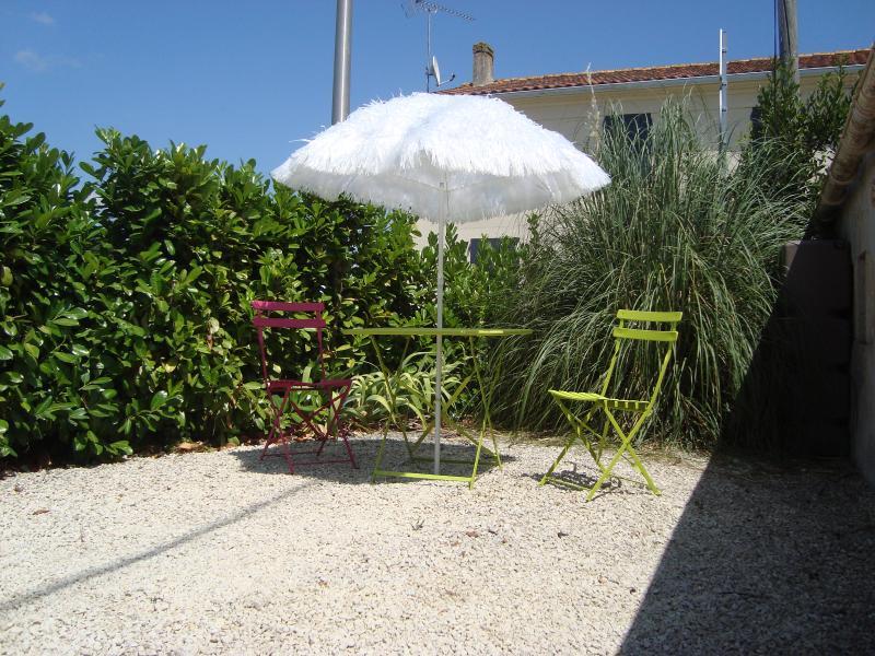 Self Catering flat near La Rochelle, location de vacances à Ardillieres
