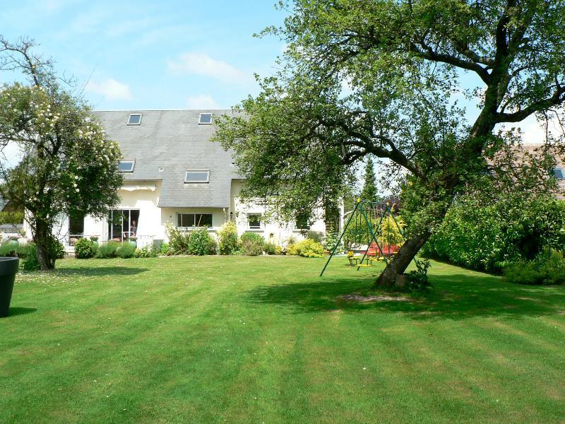 Cottage La Cour Bonhomme garden