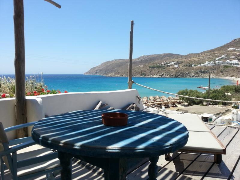 SEA VIEW STUDIO FOR 2 GUESTS BY THE BEACH, holiday rental in Kalo Livadi