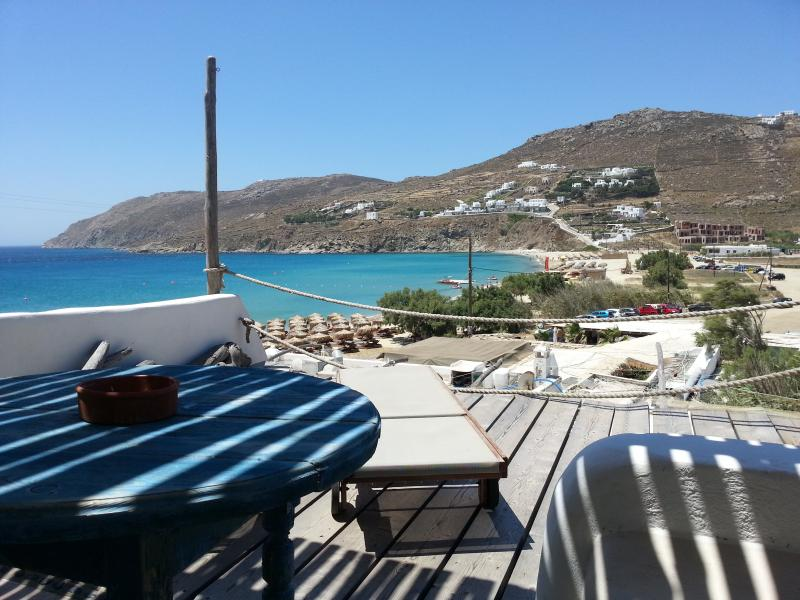 STUDIOS WITH SEA VIEW BY THE BEACH OF KALO LIVADI, holiday rental in Kalo Livadi