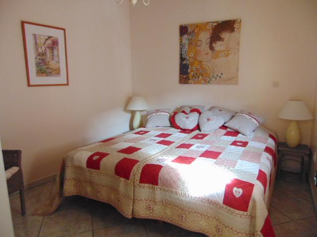 Modern 1 Bedroom Ivy Apartment, vacation rental in Saint-Nazaire-d'Aude