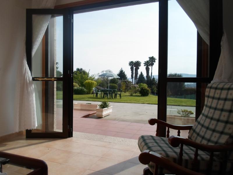 En Sanxenxo, en pleno  Campo, bien comunicado, aluguéis de temporada em Meano