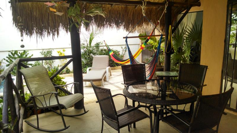 Palapa table for 4 people
