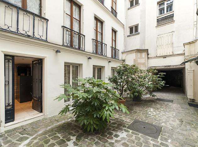 Private mansion house with Lift - 4th floors, holiday rental in Pantin