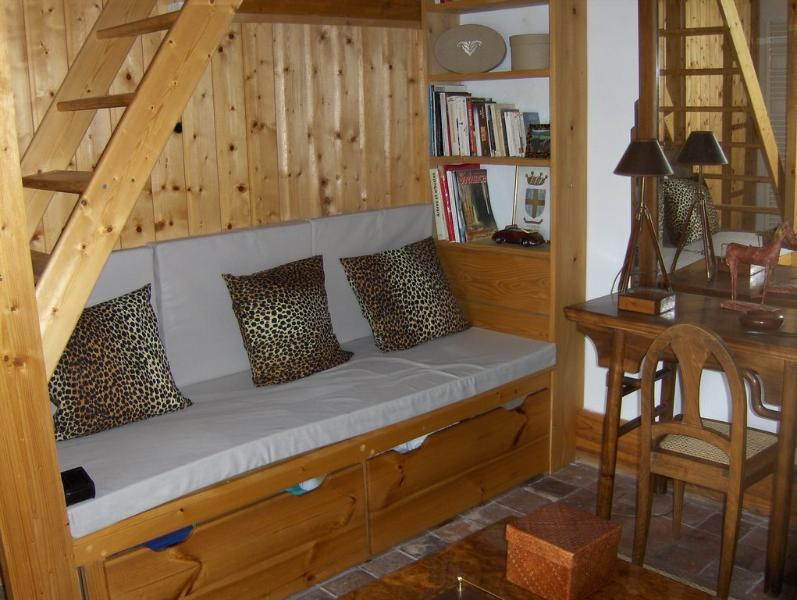 mini living room / bedroom 3 bathroom sleeping area access