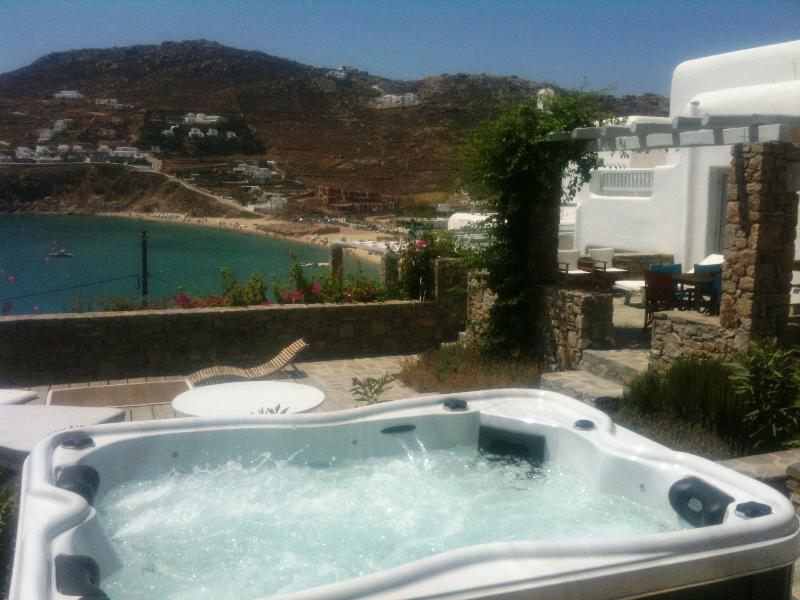 PRIVATE HOUSE WITH SEA VIEW BY THE BEACH -8 GUESTS, Ferienwohnung in Kalo Livadi