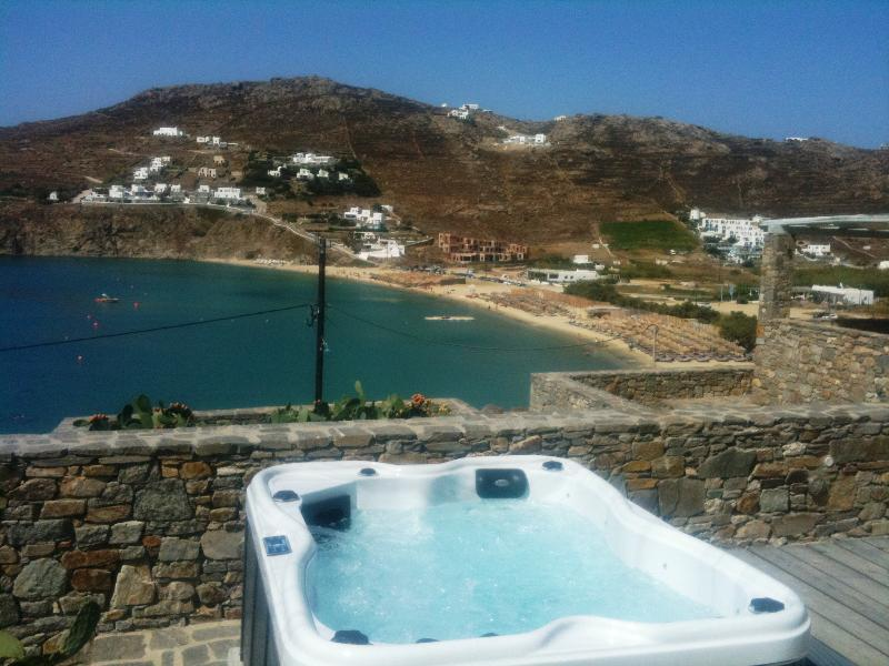 3 BEDROOM HOUSE WITH SEA VIEW  ( UP TO 6 GUESTS), holiday rental in Kalo Livadi