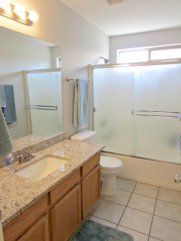 Master bathroom w/ new granite countertops