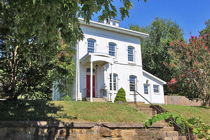 Civil War home, close to downtown, holiday rental in Cape Girardeau