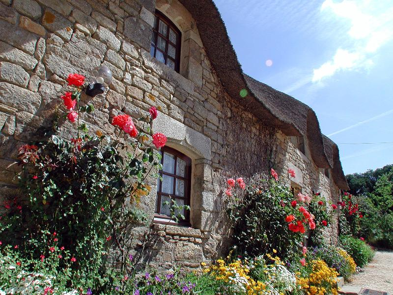 La Chaumiere - Family Friendly Cottage with Fabulous Views and Heated Pool, vacation rental in Plouay